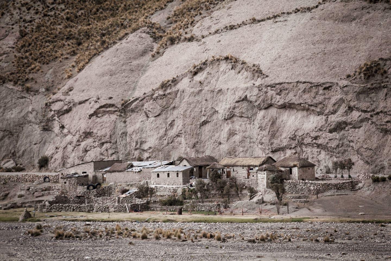 Castillo encantado en Callalli en la ruta al puente de Cusco 4M Express Bus