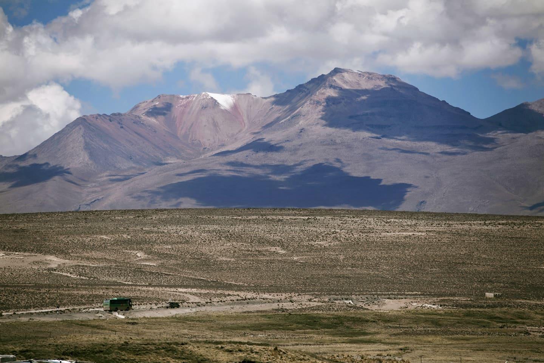 Nevado de Chachani visto desde Pampa Cañahuas - Peru con Bus 4M Express