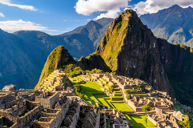 El sitio fue la capital histórica del Imperio Inca desde la conquista española del siglo XIII hasta el XVI. En 1983, Cusco fue declarada Patrimonio de la Humanidad por la UNESCO..
